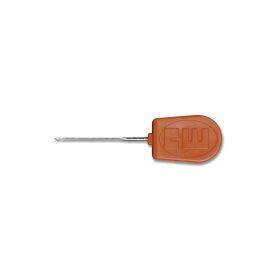 De boilie needle fine gebruik je om boilies en tijgernoten op de hair rig te bevestigen